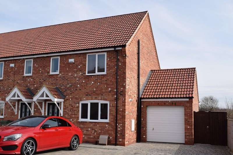3 Bedrooms End Of Terrace House for sale in Forest Way, Humberston, DN36 4BX