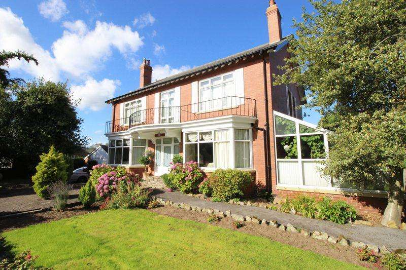 4 Bedrooms Detached House for sale in High Street, Scarborough
