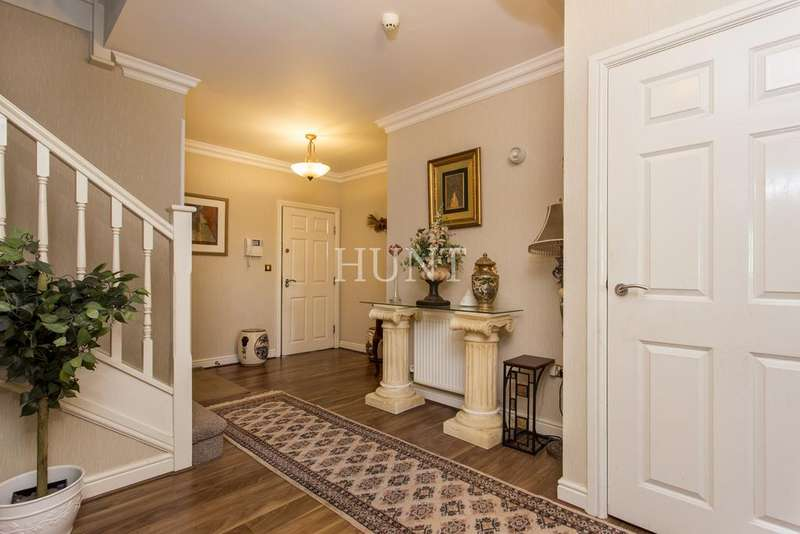 4 Bedrooms Apartment Flat for sale in Claybury Hall, Regents Drive , Woodford Green IG8
