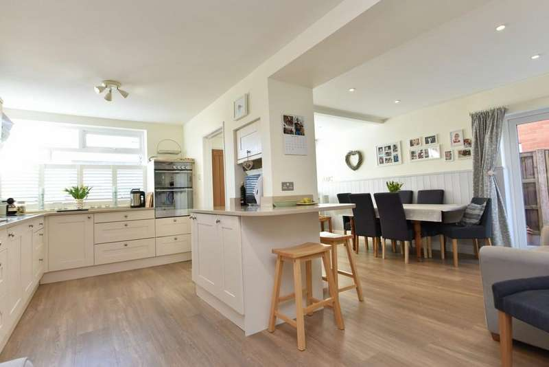 3 Bedrooms Detached House for sale in Westhaven Crescent, Aughton