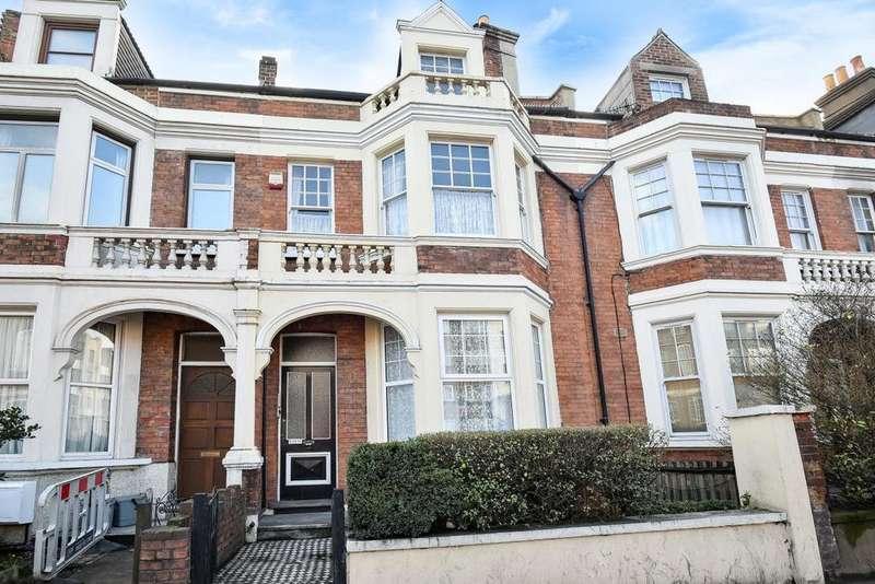 3 Bedrooms Maisonette Flat for sale in Lee High Road, Lewisham