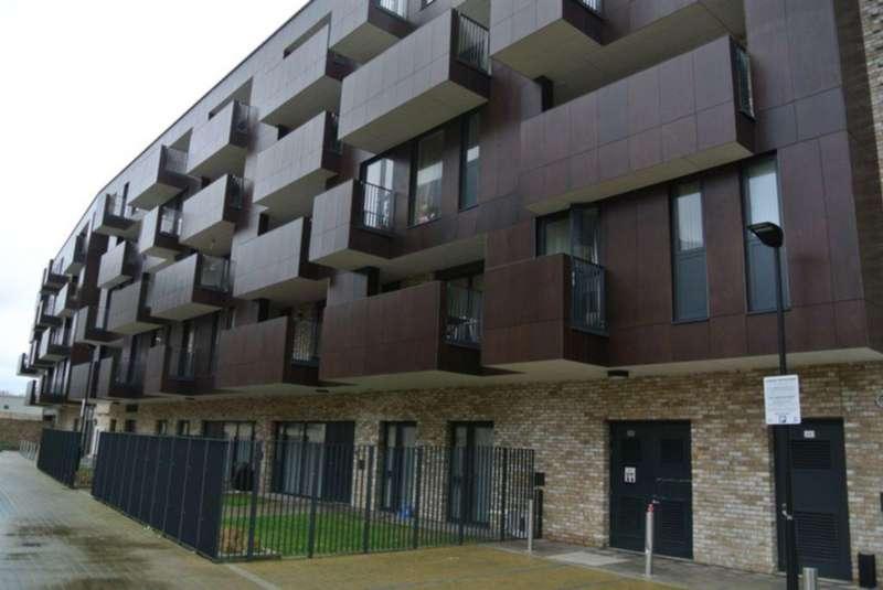 3 Bedrooms Flat for sale in Cypress Court, Alpine Road, Queensbury, NW9