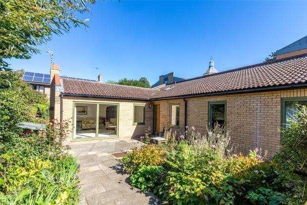 3 Bedrooms Bungalow for sale in Barton Road, Newnham, Cambridge