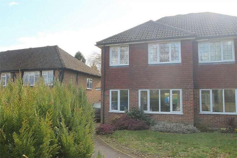 3 Bedrooms Semi Detached House for rent in Lightwater, Surrey