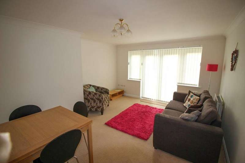 2 Bedrooms Flat for rent in Cranbrook