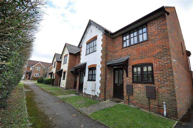 2 Bedrooms Terraced House for sale in Farriers Close, Bovingdon
