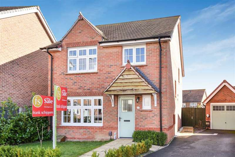 4 Bedrooms Detached House for sale in Goldcrest Road, Jennetts Park, Bracknell