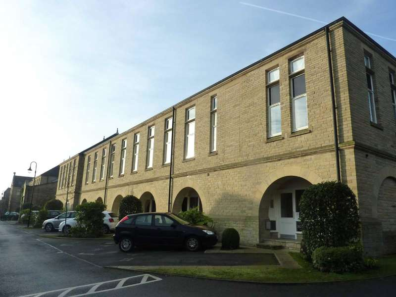 2 Bedrooms Apartment Flat for rent in McCrea Apartments, Emily Way, Halifax, West Yorkshire, HX1