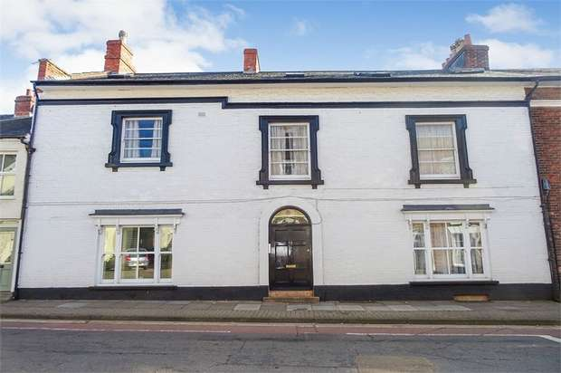 1 Bedroom Flat for sale in High Street, Wellington, Somerset