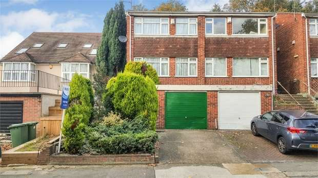 4 Bedrooms Semi Detached House for sale in Rochester Drive, Bexley, Kent