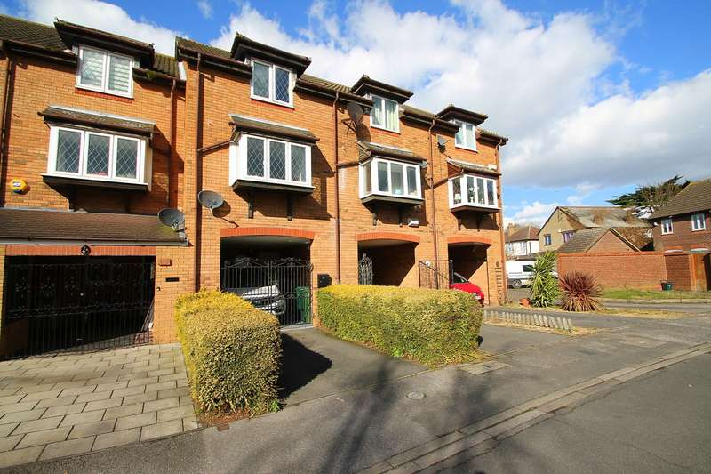 3 Bedrooms Terraced House for sale in Maple Gardens, Stanwell, Staines-Upon-Thames, TW19