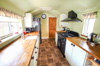 3 Bedrooms Semi Detached House for sale in Apedale Road, Wood Lane, Staffordshire