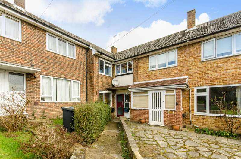 2 Bedrooms Flat for sale in Malins Close, Barnet, EN5
