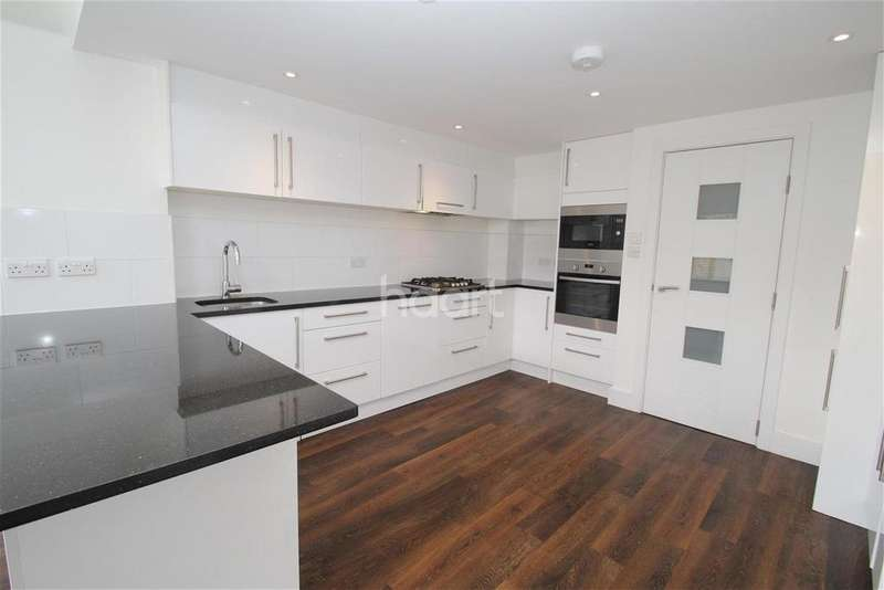 4 Bedrooms Terraced House for rent in Forest Road, Loughton, IG10