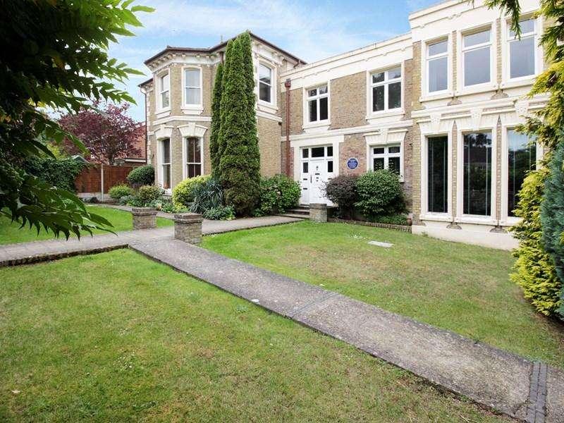 2 Bedrooms Apartment Flat for sale in Westerham Road, Keston