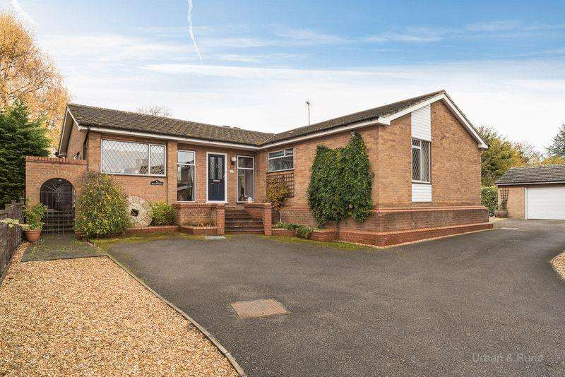 4 Bedrooms Detached Bungalow for sale in Berkeley Close, Stoke Goldington, MK16 8TE