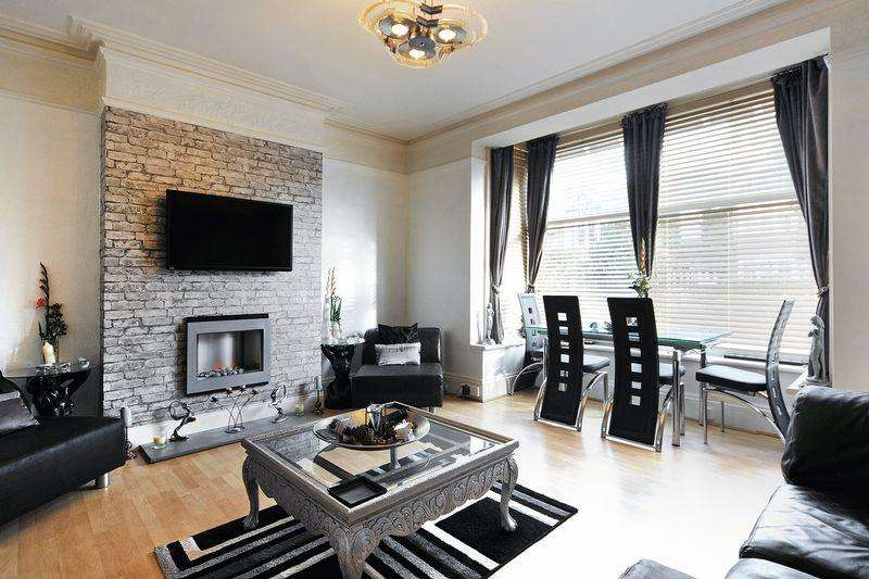 3 Bedrooms Apartment Flat for sale in Cowper Road, Worthing
