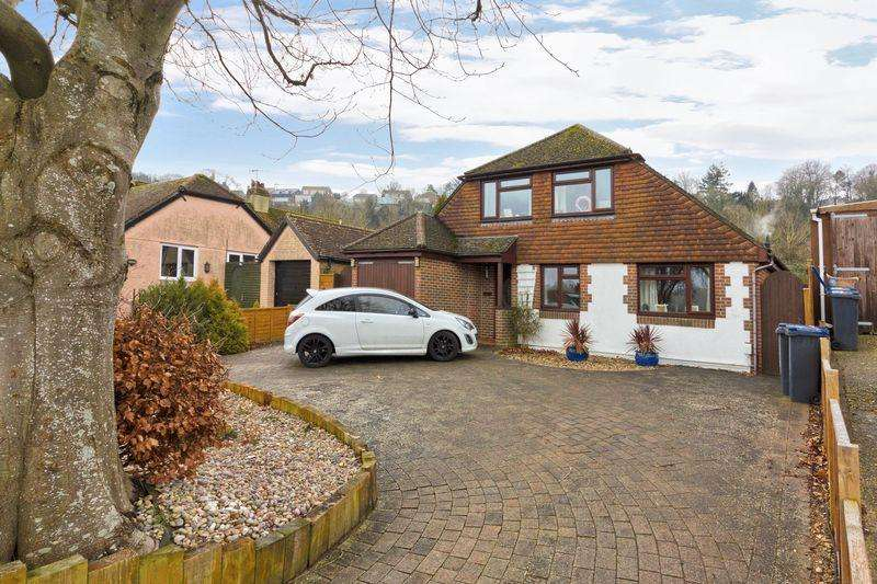 4 Bedrooms Detached House for sale in Vale Avenue, Worthing