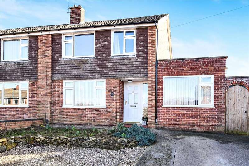 3 Bedrooms Semi Detached House for sale in Newport Avenue, Grantham, NG31