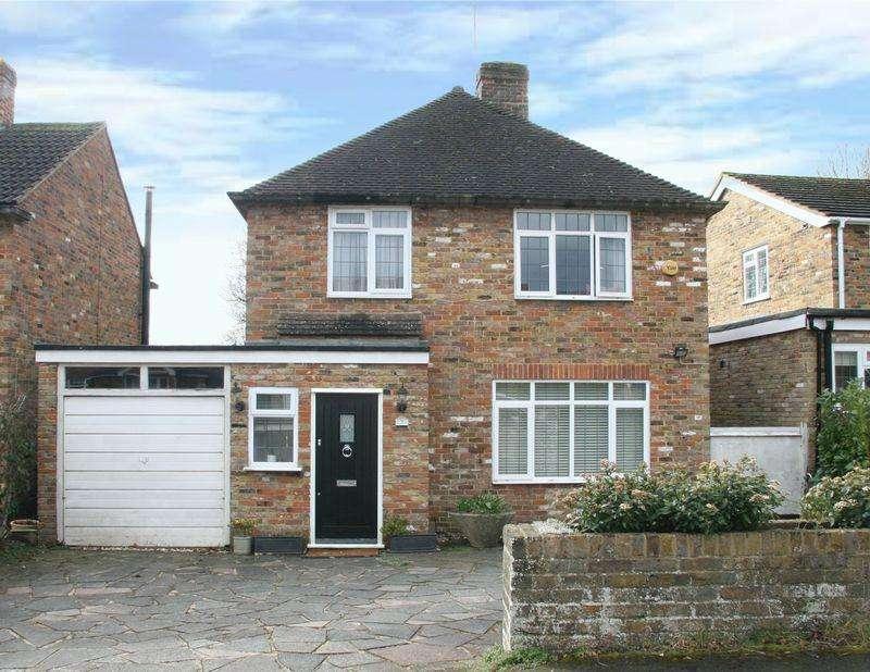 3 Bedrooms Detached House for sale in Broom Hill, Stoke Poges, Buckinghamshire SL2