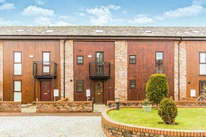 3 Bedrooms Barn Conversion Character Property for sale in Ackers Barn Courtyard, Carrington, Manchester, Greater Manchester