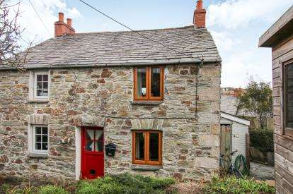 2 Bedrooms Semi Detached House for sale in Wadebridge, Cornwall, England
