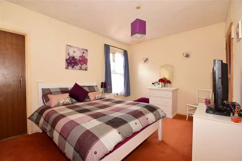 2 Bedrooms Terraced House for sale in Alvington Road, Newport, Isle of Wight