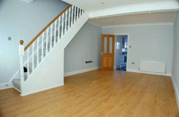 2 Bedrooms Terraced House for sale in Laburnum Road, Hayes, UB3