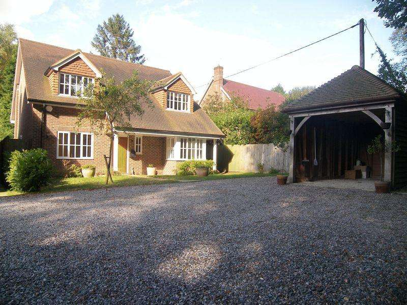 4 Bedrooms Detached House for rent in Coombe Road, Hill Brow, Liss