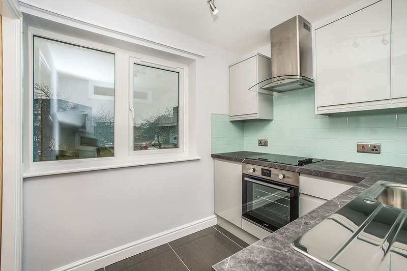 2 Bedrooms Flat for sale in Haydon Close, Gosforth, NE3