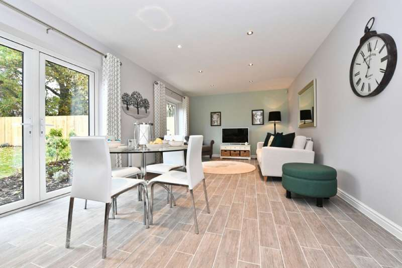 5 Bedrooms Detached House for sale in St Dunstans Place, Off High Street, Burbage, Wiltshire, SN8