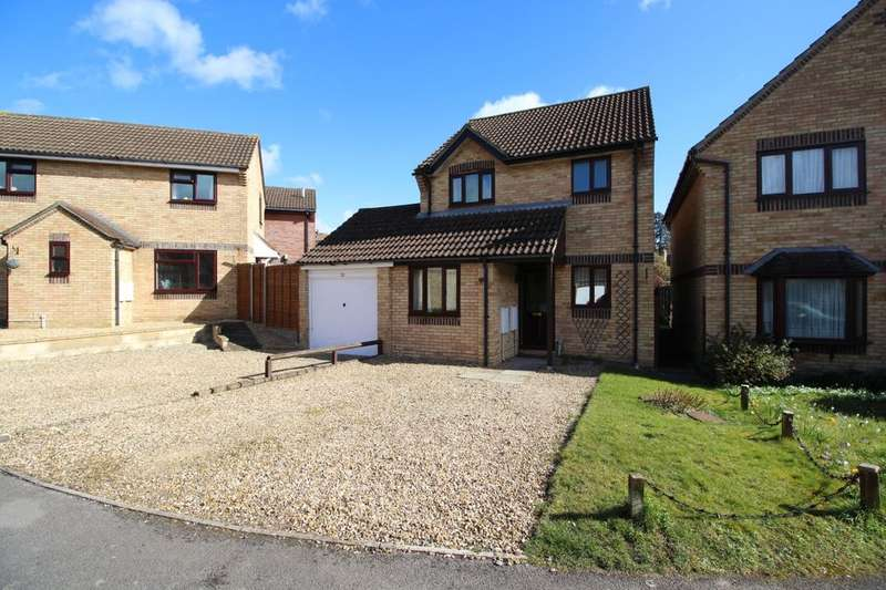 3 Bedrooms Detached House for sale in Trinity Park, Calne, SN11