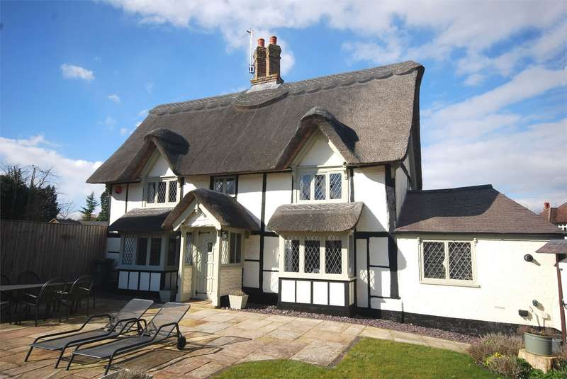 3 Bedrooms Detached House for sale in London Road, Aston Clinton, Buckinghamshire