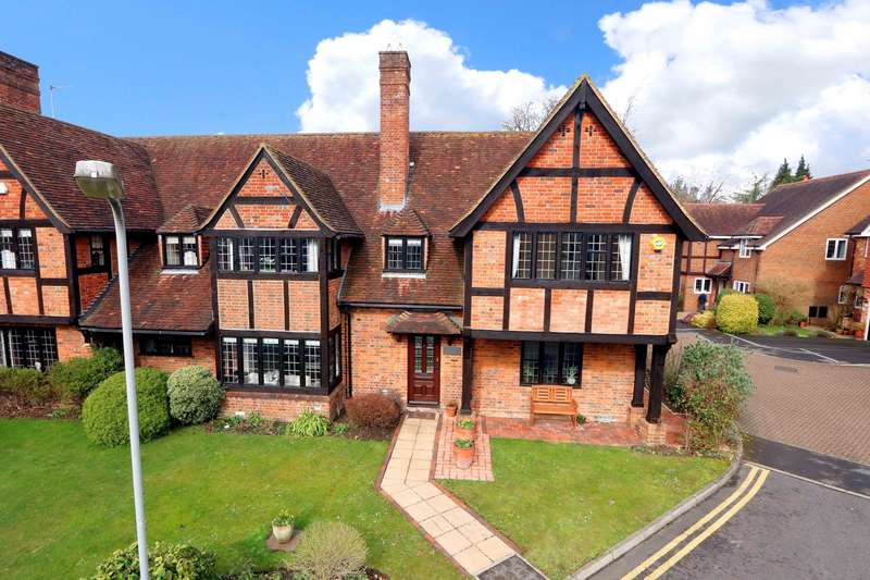 4 Bedrooms Semi Detached House for sale in Somerford Place, Beaconsfield, HP9