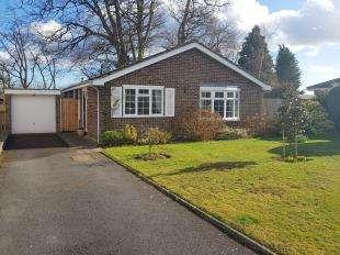 3 Bedrooms Bungalow for sale in Guillards Oak, Midhurst, West Sussex