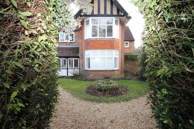 2 Bedrooms Flat for rent in Bouldnor, Yarmouth