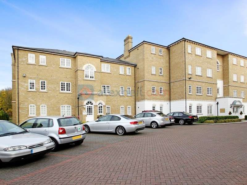 2 Bedrooms Flat for sale in Gilbert Close, Shooters Hill SE18