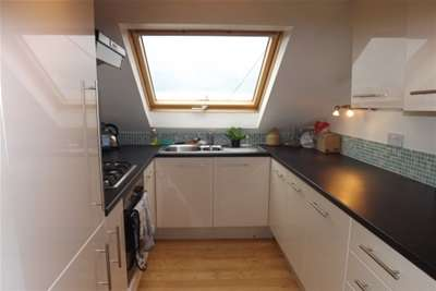 2 Bedrooms Flat for rent in Western Road