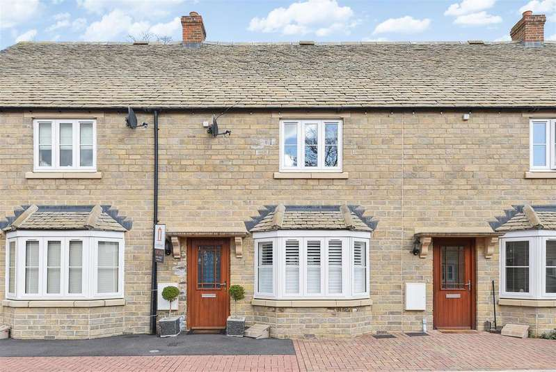 3 Bedrooms Terraced House for sale in Willowbank, Witney