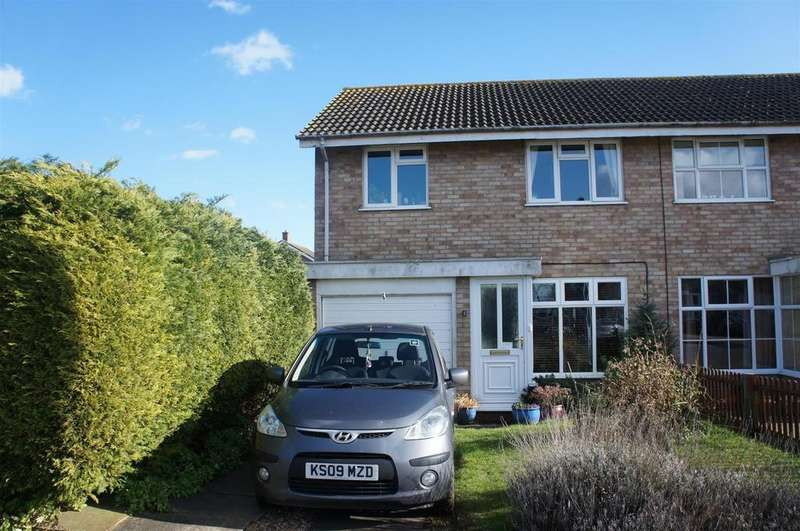 3 Bedrooms Semi Detached House for sale in Little Spinney, Cranfield
