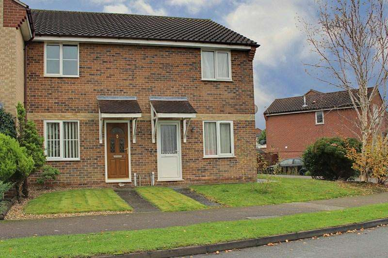 2 Bedrooms Terraced House for rent in Brooks Drive, Scarning, Dereham