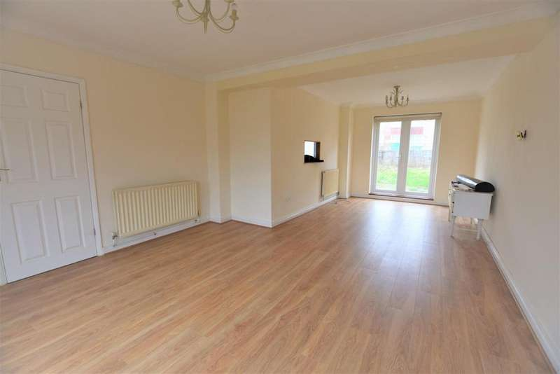 3 Bedrooms Detached House for rent in Fields Park Crescent, Romford, RM6 5AP