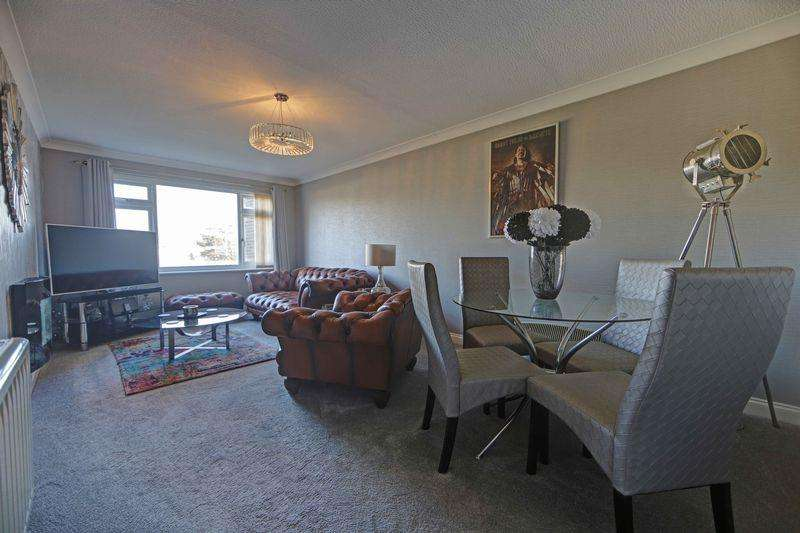 2 Bedrooms Apartment Flat for sale in Furrow Way, Maidenhead, SL6