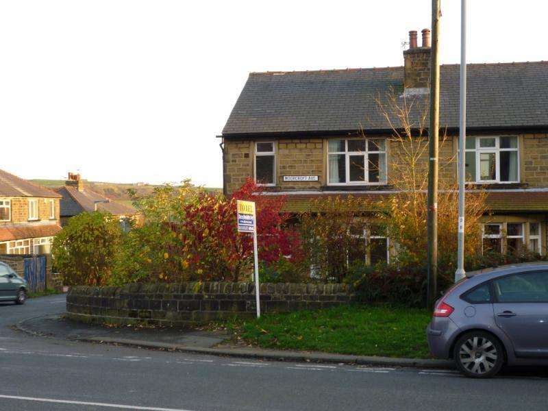 3 Bedrooms Semi Detached House for rent in Moorcroft Avenue, Oakworth, Keighley, West Yorkshire