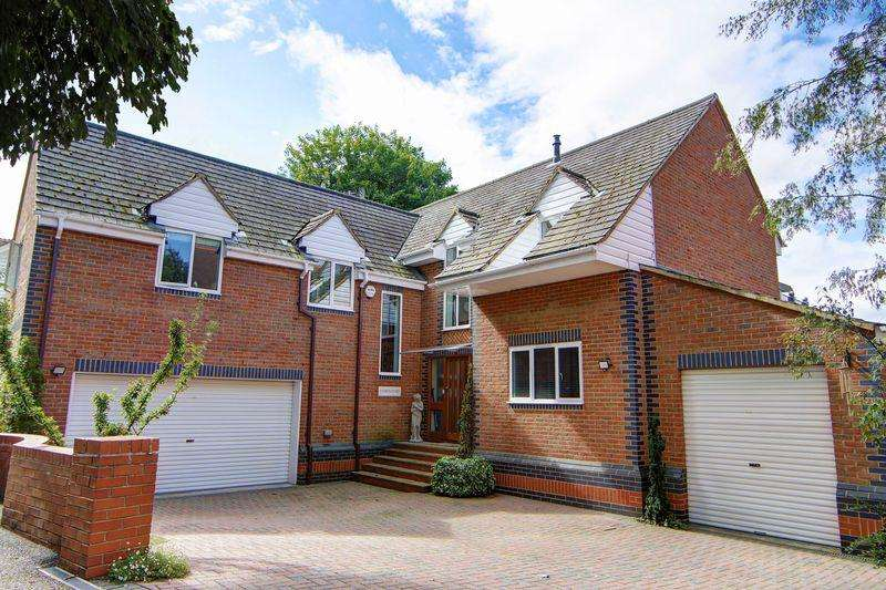 5 Bedrooms Detached House for sale in Executive riverside residence