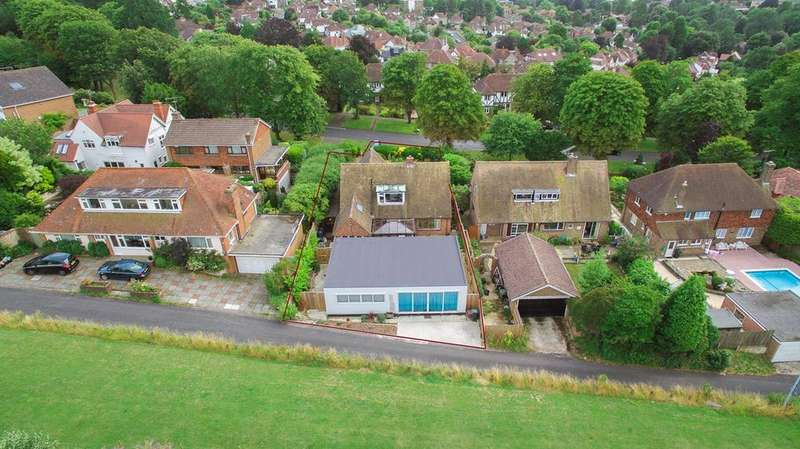 5 Bedrooms Detached House for sale in Surrenden Crescent, Brighton, BN1
