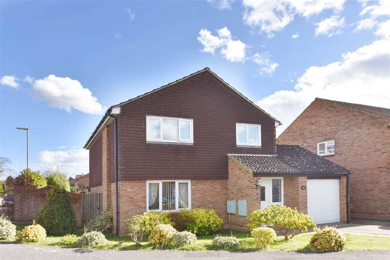 4 Bedrooms Detached House for sale in PENHALE GARDENS, TITCHFIELD COMMON