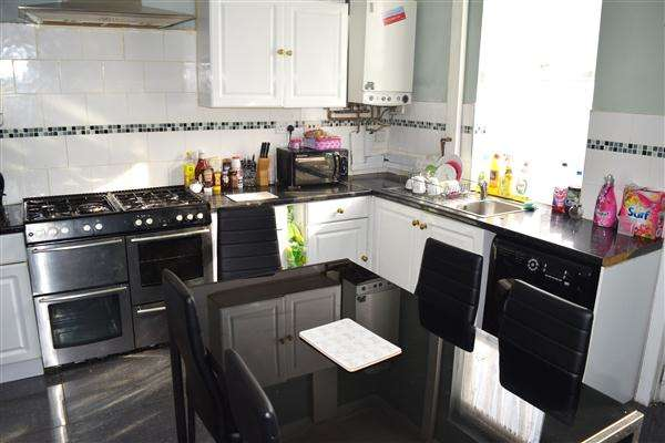 2 Bedrooms Terraced House for sale in Curzon Road, Bolton