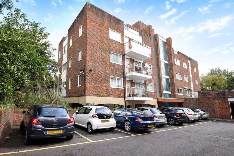 2 Bedrooms Apartment Flat for sale in Oak Lodge Close, Stanmore, Middlesex, HA7