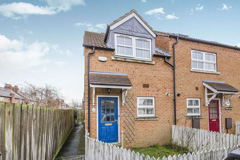 2 Bedrooms Terraced House for sale in Carpenters Court, Selby, YO8